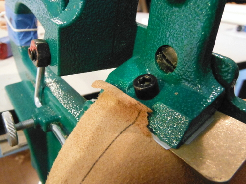 Paring leather on the Scharf-fix